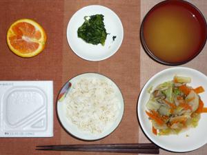 胚芽押麦入り五穀米,納豆,蒸し野菜,ほうれん草のおひたし,ワカメのおみそ汁,オレンジ