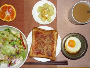 イチゴジャムトースト,目玉焼き,蒸しジャガ,サラダ,オレンジ