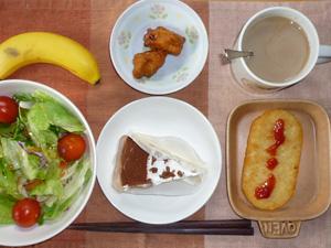 チーズケーキ,サラダ,ハッシュドポテト,唐揚げ,コーヒー