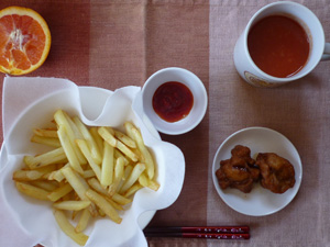 フレンチフレイポテト,唐揚げ,野菜ジュース,オレンジ