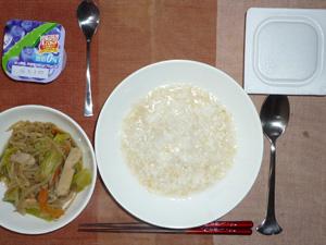 玄米粥,納豆,もやしとキャベツの蒸し炒め,ヨーグルト