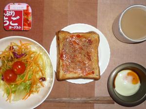 イチゴジャムトースト,目玉焼き,サラダ,ヨーグルト,コーヒー