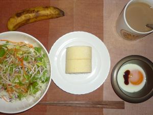 プチロール×2,サラダ,目玉焼き,バナナ,コーヒー