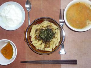 ペンネきのこソース,カボチャの煮つけ,トマトスープ,ヨーグルト