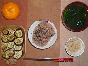 お赤飯,ツナサラダ,焼き茄子,ほうれん草のおみそ汁,みかん