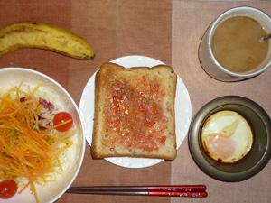イチゴジャムトースト,サラダ,目玉焼き,コーヒー