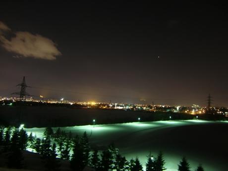 野外ステージ広場からの夜景
