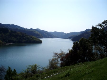 静かな朝の神流湖