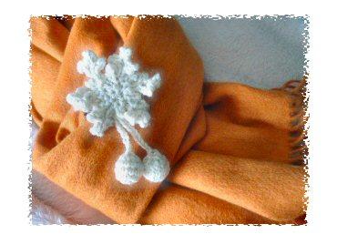 雪の結晶ブローチ