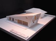 両親の家と並ぶ農村住宅4
