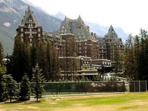 800px-Banff_Springs_Hotel1.jpg