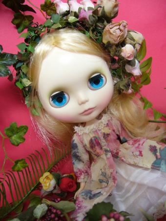 お人形のようだ・・・。お、その通りか。