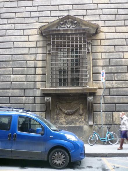 finestra inginocchiato1