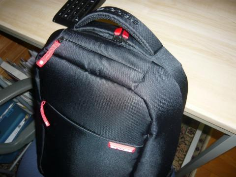 Incase Nylon Compact Backpack2