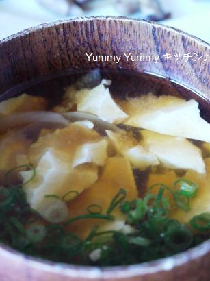 くずれ豆腐と玉ねぎの味噌汁♪