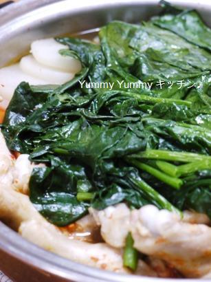 鶏の手羽元と野菜たっぷりキムチ鍋☆