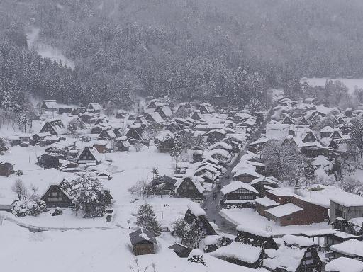 雪深い白川郷
