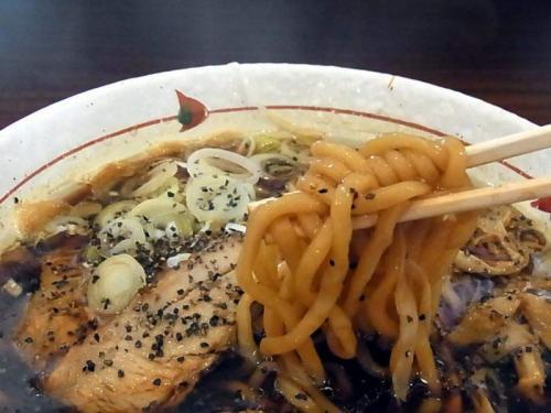 真っ黒な麺
