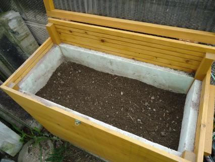 堆肥と土の混ぜたのをキエーロへ1