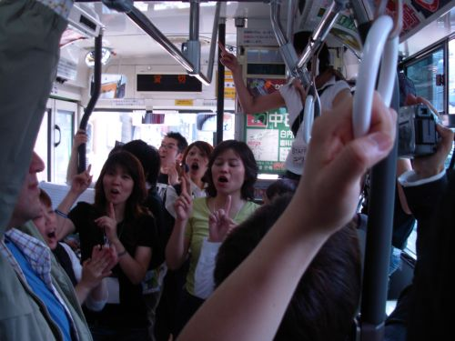 04 バスの中