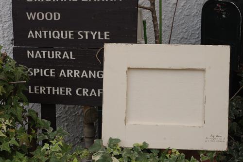 シャビーホワイトの木製アレンジフレーム