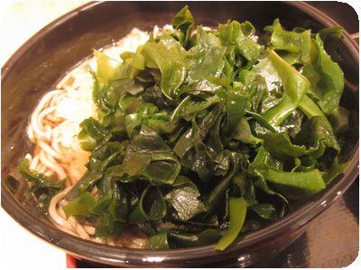グルン・ディポックさんのカレー・野菜カレーとたぬきそばのセット+わかめ
