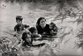 本の蒸し焼き | 泥まみれの死 沢田教一ベトナム写真集 : 沢田サタ
