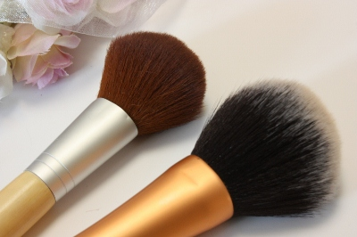 Real Techniques by Samantha Chapman, Your Base/Flawless, Powder Brush
