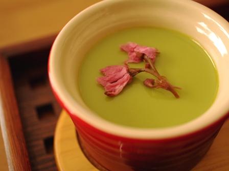 桜のせ抹茶プリン