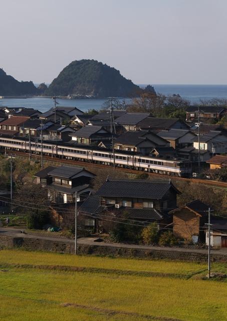 101219-JR-W-DC181-kanikani-higashihama-1.jpg