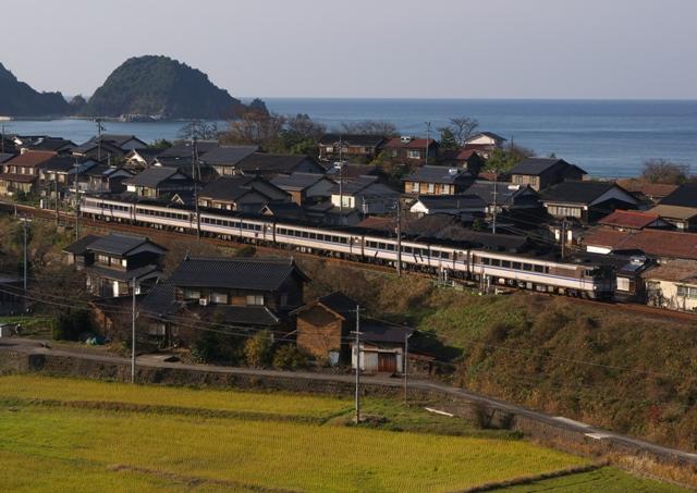101219-JR-W-DC181-kanikani-higashihama-2.jpg