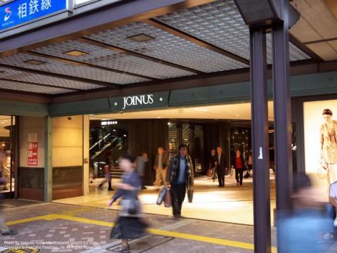 横浜駅の高島屋とジョイナスの間の通路の入口