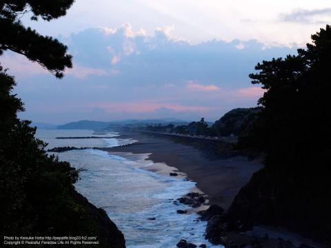 岬から高知の海岸を望む