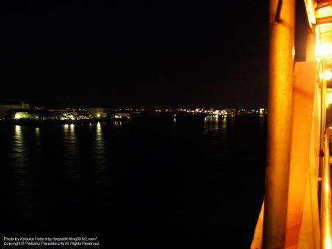 フェリーから神戸の港を望む