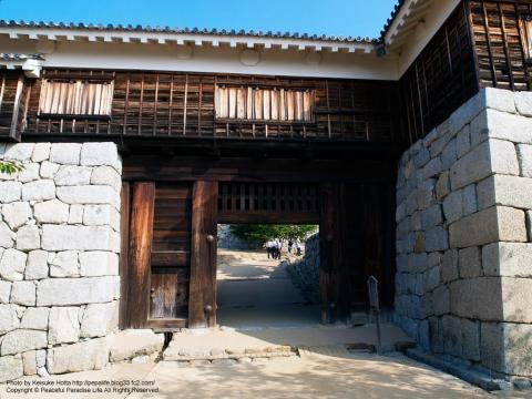 松山城の途中の門