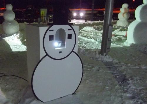 雪だるま姿のプロジェクター
