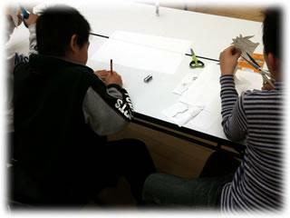 みんなの作業場2011.1.9:1.描いて切って