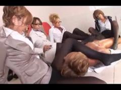 ギャル痴女メガネOL4人組が上司を足で責めまくる!