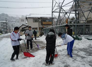 若さを発揮!力強い雪かきでした・・・