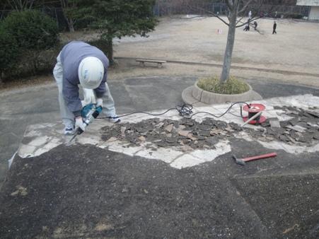 公園内の四阿屋根補修